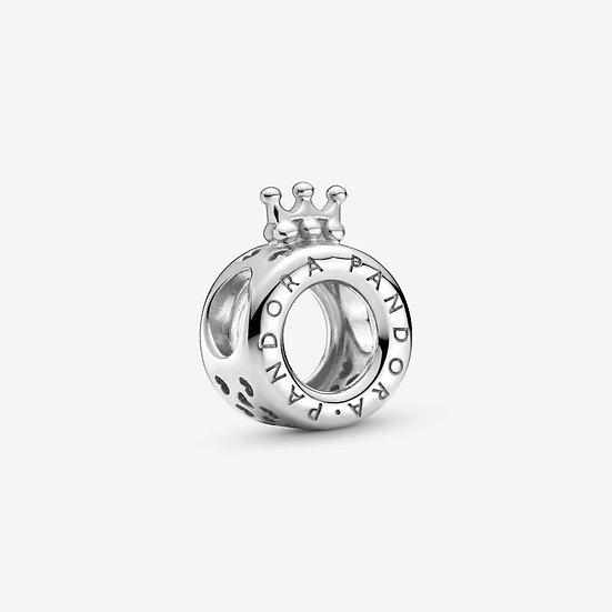 Charm Pandora con logo e O coronata