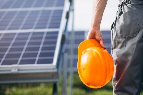 man-worker-firld-by-solar-panels_1303-15