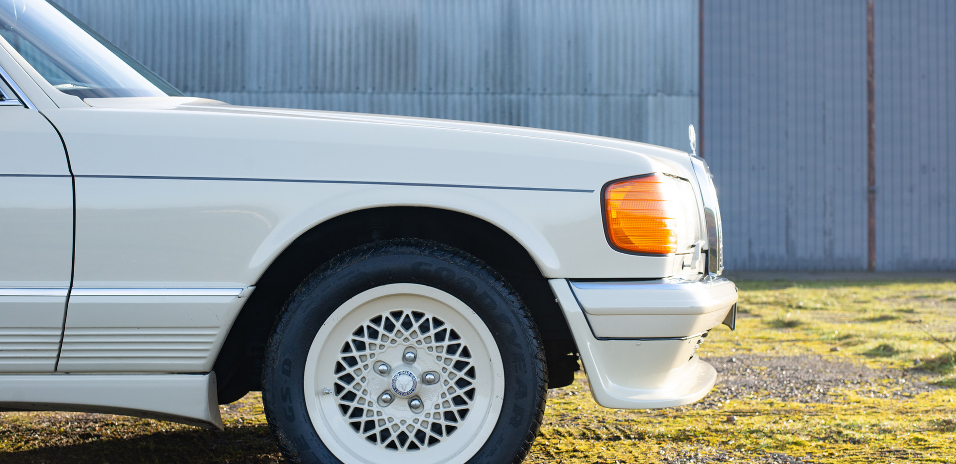W126 Cream 500SEL for sale uk-9.jpg