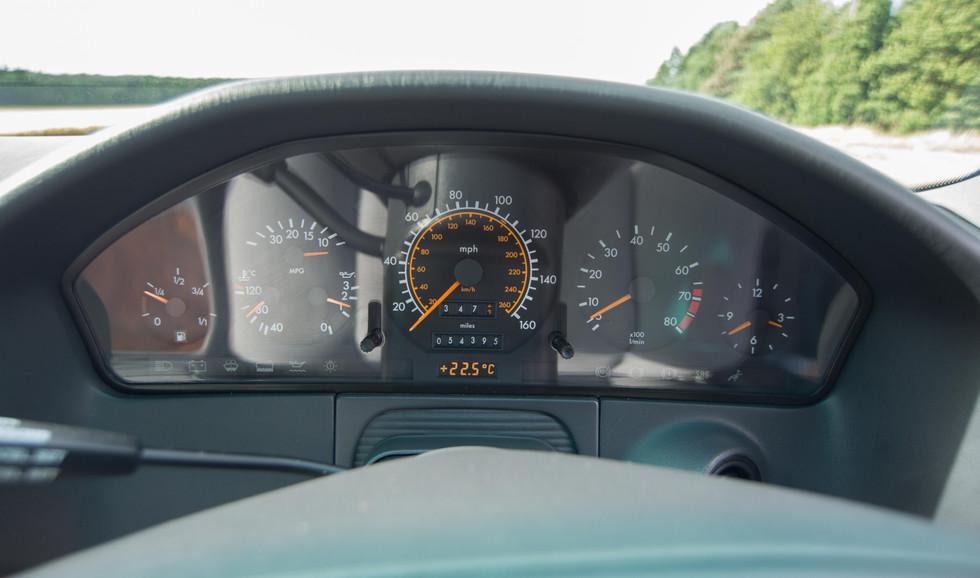 Mercedes 300SE (628 of 29).jpg