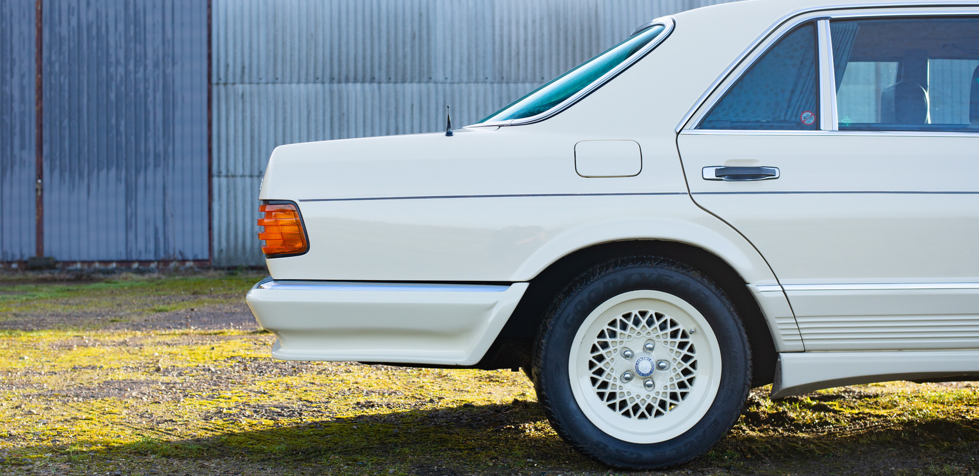 W126 Cream 500SEL for sale uk-10.jpg