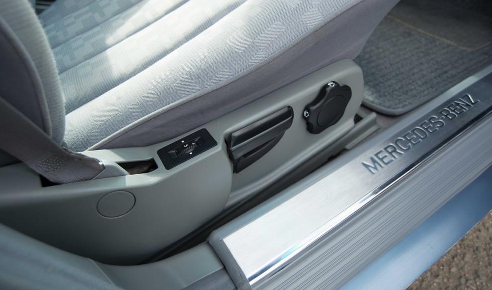 Mercedes 300SE (627 of 29).jpg