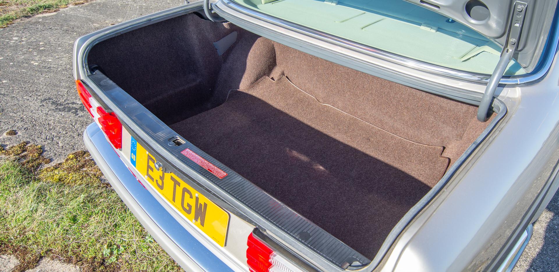 W126 420SEL E3TGW For Sale London-31.jpg