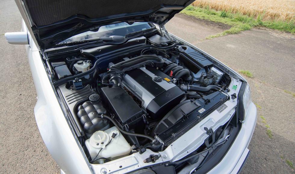 Mercedes SL320 (600 of 1).jpg
