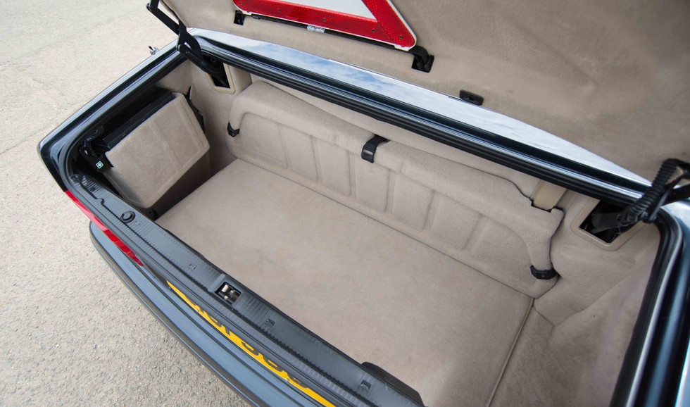 Mercedes R129 SL320 (514 of 24).jpg