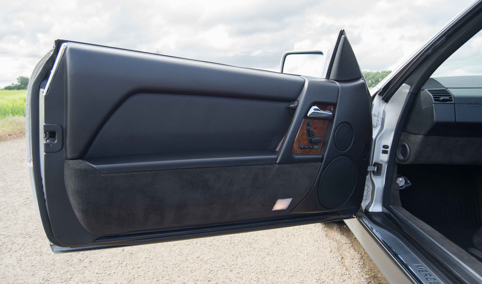 Mercedes R129 500SL (511 of 44).jpg