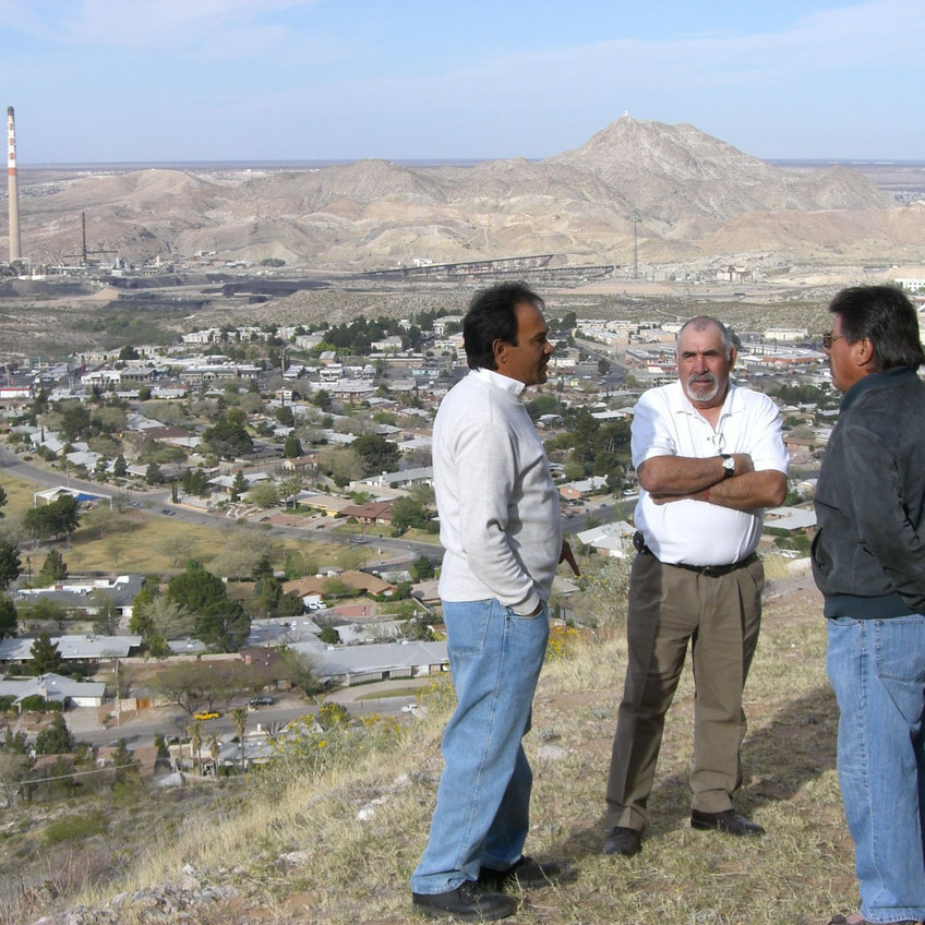Ex-ASARCO Workers, Danny Arellano, Efrain Martinez and Carlos Rodriguez and Jesus Canabán on lookout above the ASARCO/El Paso stack