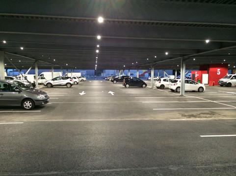 09 - Vue du parking de nuit.jpg