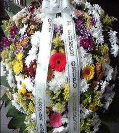 Coroa de Flores  Crisântemos, flores do campo e  Gérbera