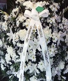 Coroa de Flores  Crisântemos, lírios e margaridas