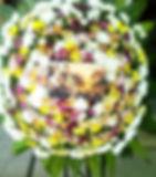 Coroa de flores Jesus pastoreandoovelhas com margaridas e crisântemos