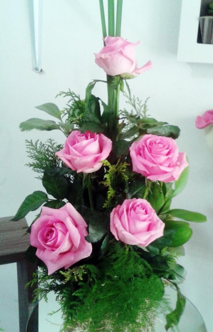 Arranjo de Rosas Cor de Rosa em Poa