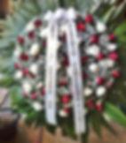 Ref. 42- Coroa de flores de rosas brancas, vermelhas e mosquitinhos