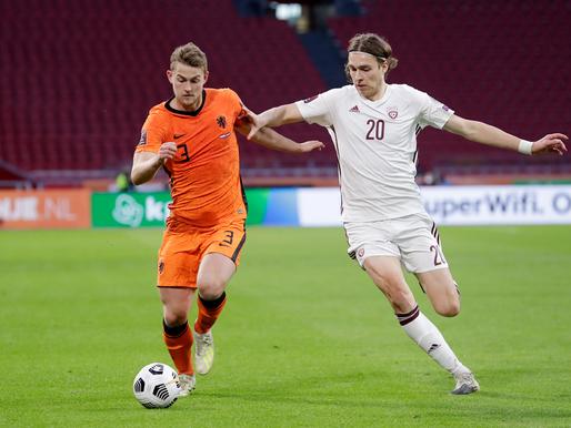 Pasaules kausa kvalifikācijas otro spēļu apskats - Latvijai neveiksme Amsterdamā, skandāls Serbijā