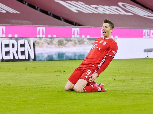 Der Klassiker trillerī uzvar Bayern, uzbrucēju duelī Levandovskis pārāks par Holannu