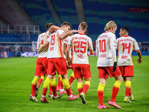 RB Leipzig dramatiska uzvara, paklūp Eintracht un Bayer, Schalke 04 atlaiž personālu