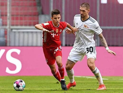 Minhenes Bayern zaudē punktus, vārtu birums Frankfurtē