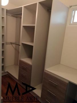 Closet-102.jpg