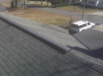 Metal ridgge vent shinle roof
