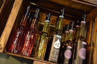 Fürstliche Spezialitäten: Zitrone auf Olivenöl, Knoblauch auf Olivenöl, Orange auf Olivenöl, Kräuter der Toskana, Basilikum aud Olivenöl, Walsnussöl, Schwedisches Rapsöl, Albaöl,