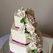 Hexagon cake with Porcelan roses