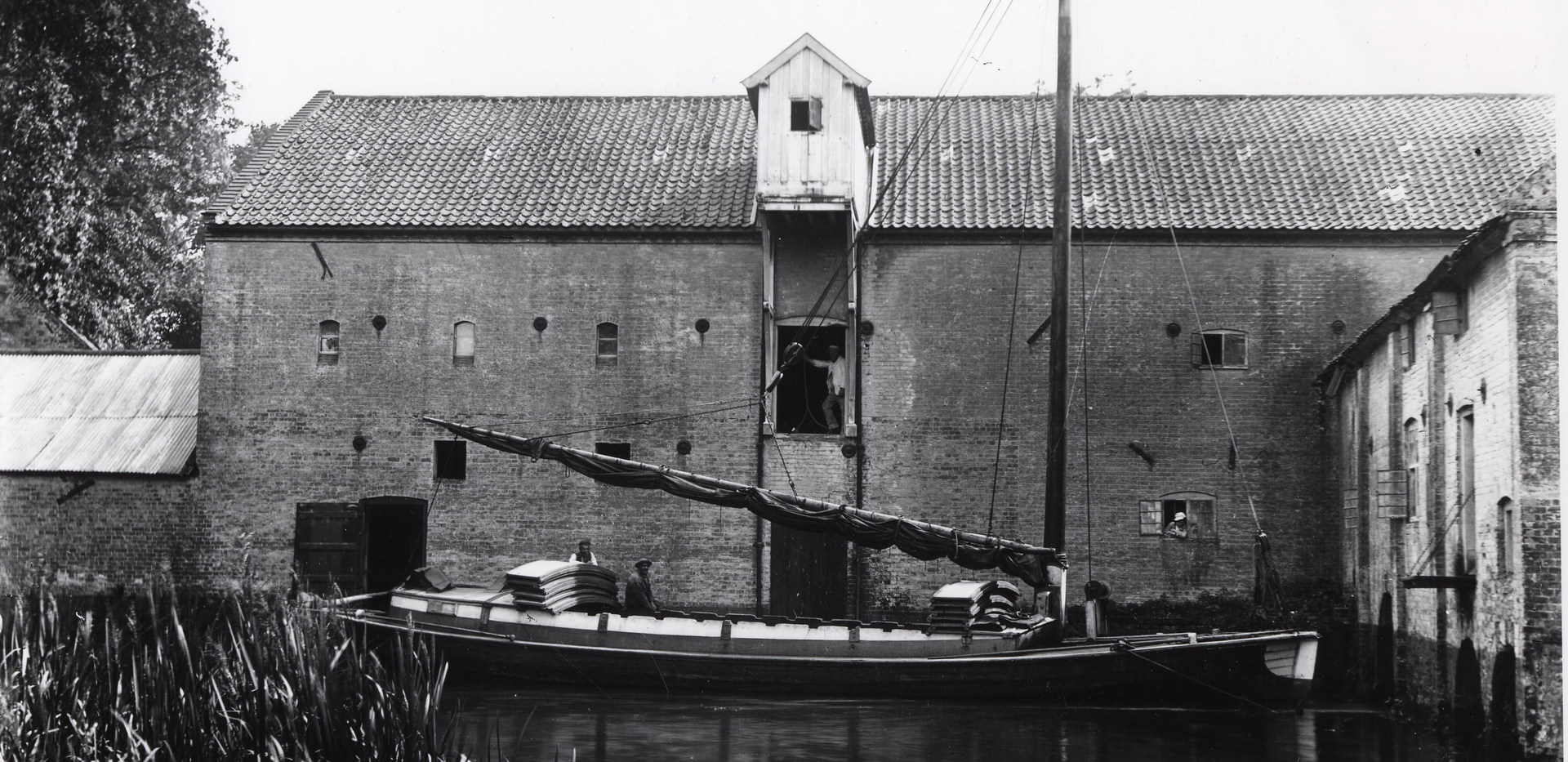 A wherry unloading at Aylsham Mill