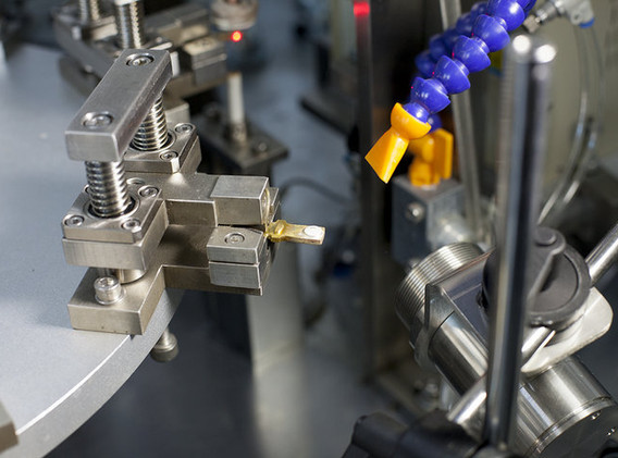 Po-Tech 8工位高頻釺焊接設備.jpg