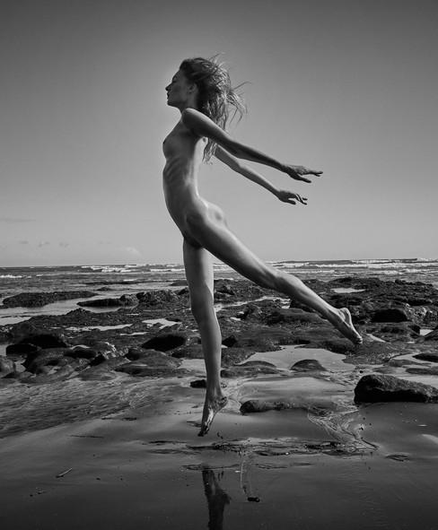 Kate_Bali jump1 Kopie.jpg