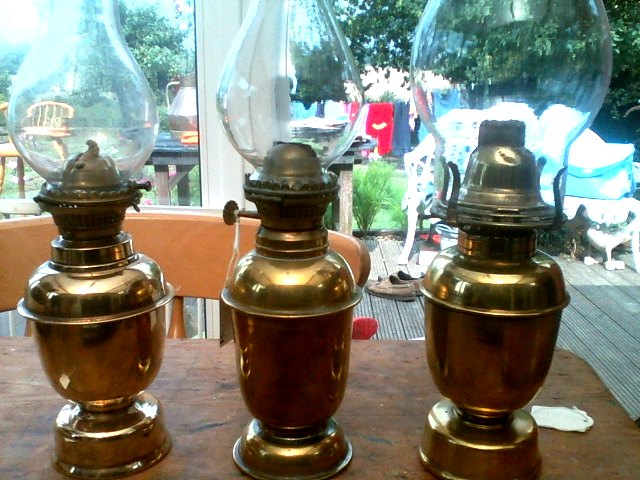 Gimbled oil lamps