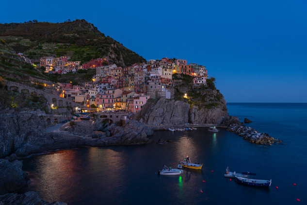 Manarolo at night - Cinque Terre, IT