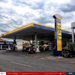 Reforma de fachada e comunicação visual de posto de gasolina