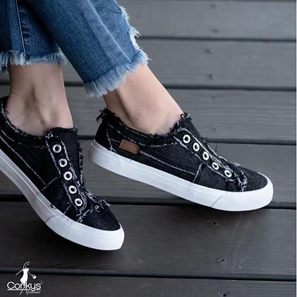Corkys Sneakers in Black