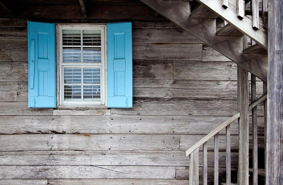 shutters-669296_960_720.jpg