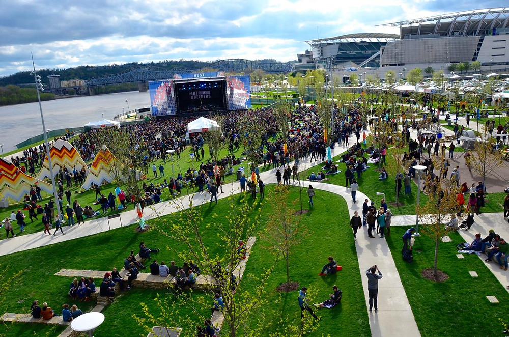 Homecoming fest on the banks spring 2018. Photo By Leah Zipperstein.