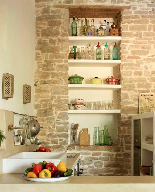 les étagères de cuisine