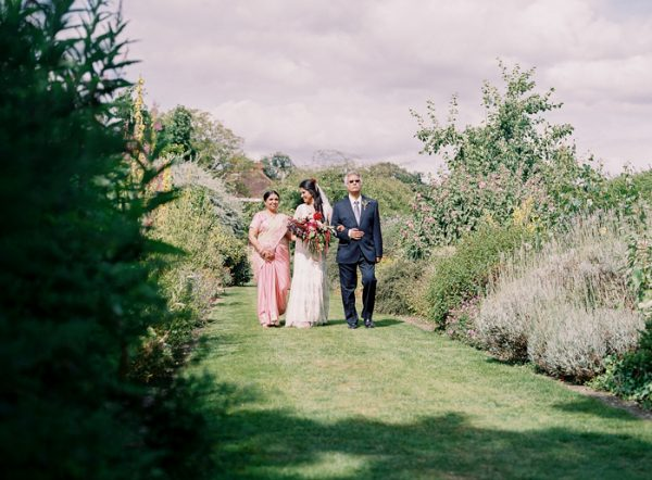 this-vibrant-multicultural-wedding-at-micklefield-hall-had-3-beautiful-ceremonies-16-600x442