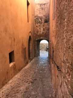 Nous avons fait le tour des vieux quartiers et des fortifications