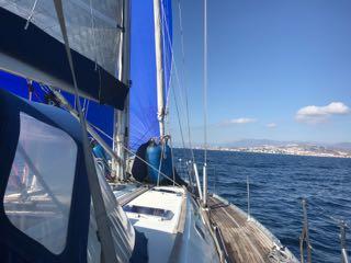Navigation sous spi asymétrique le dimanche matin devant Malaga