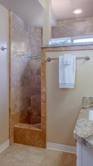The 2nd floor common bathroom