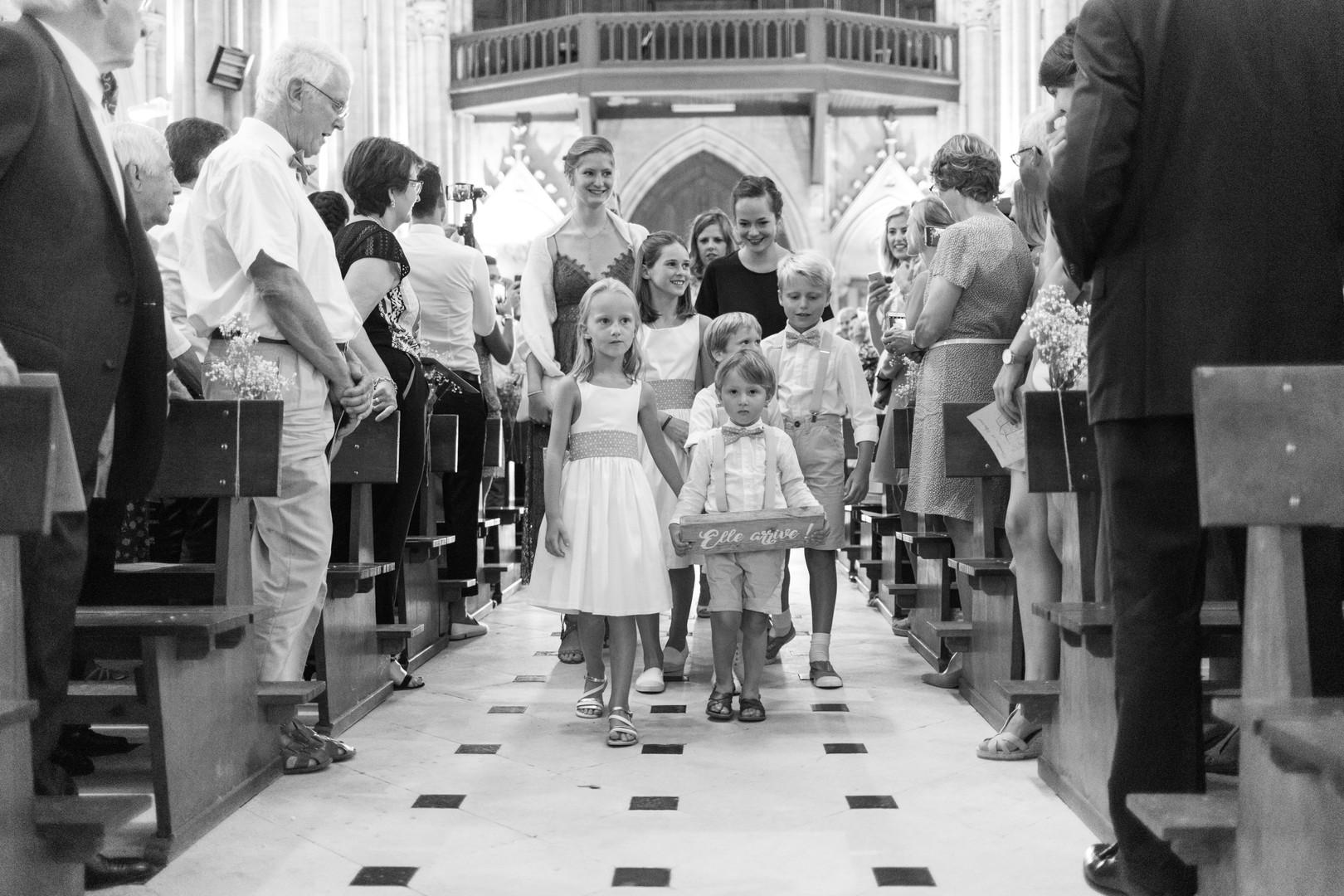 church enfants d'honneur church entry wedding photography photographie