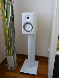 Q Acoustics 2000ST Speaker Stands - white - 03.jpg