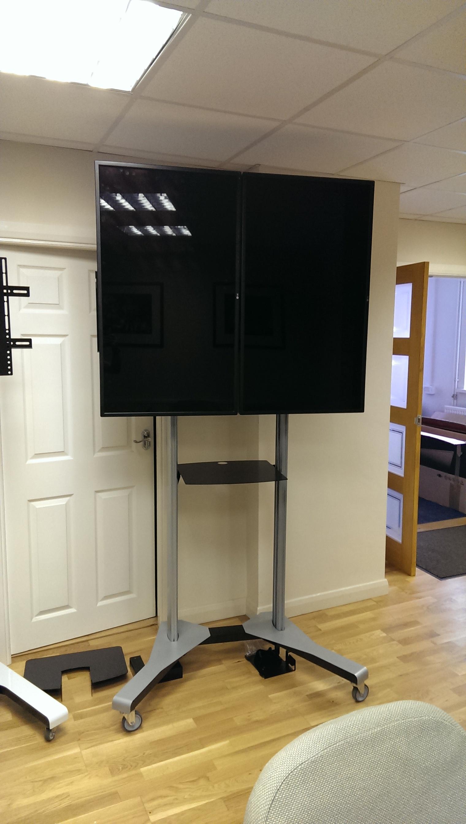 PMVTROLLEYXL - Bespoke setup for twin screens - 01.jpg