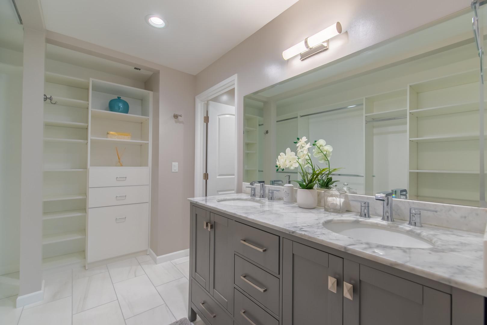 12 Master Bathroom 1.jpg