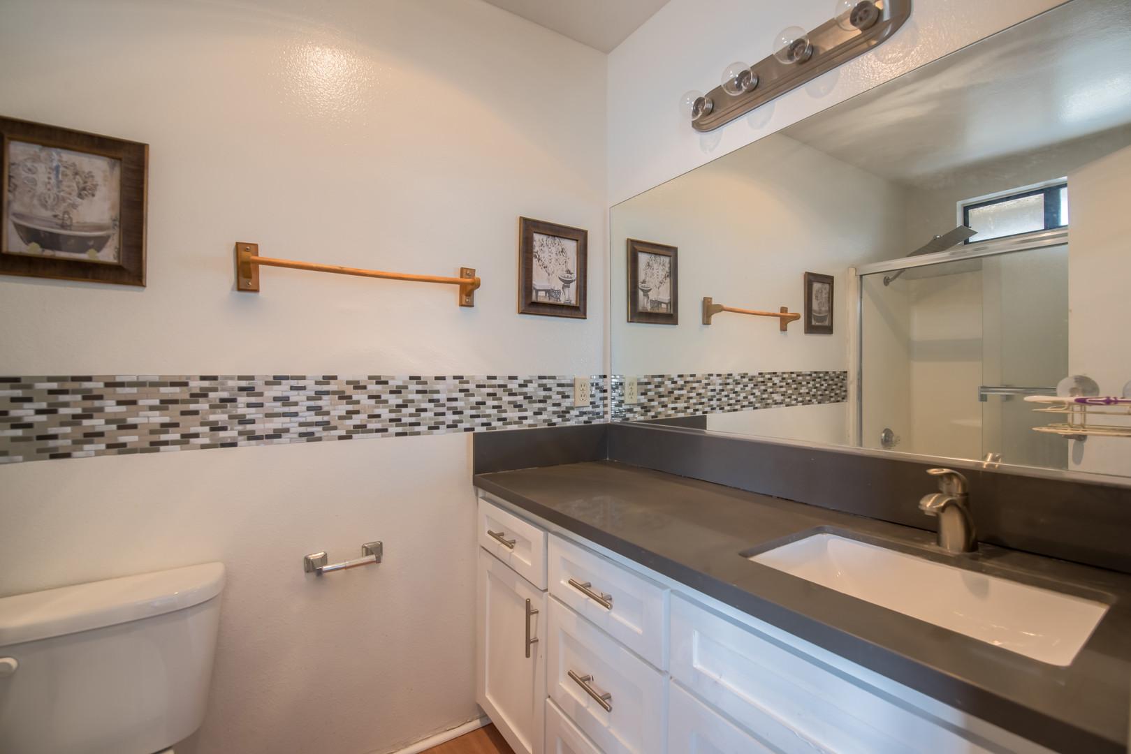 12 Bath 1.jpg