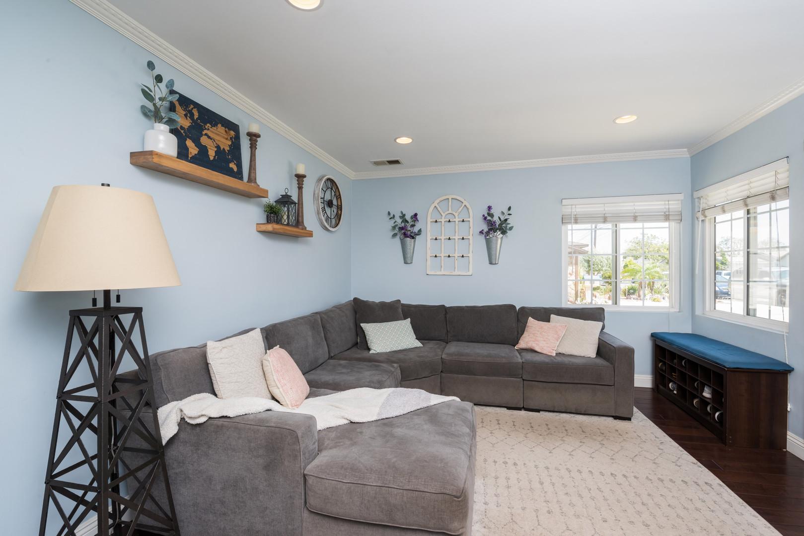 03 Livingroom.jpg