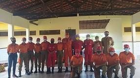 """Coordenação da Brigada Bombeiro Mirim """"Poeta Sousândrade"""" distribui cestas básicas"""
