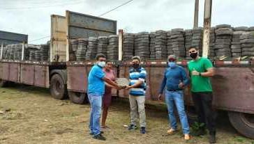 Carga de bloquete chega a Araoca para o calçamento das ruas