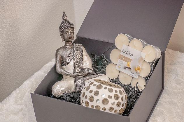 Happy Buddha in doos.jpg