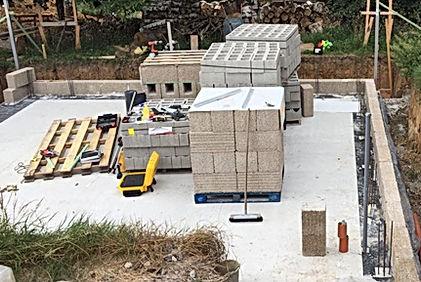 OTRA Système basse-énergie et passifde construction HEMPRO d'ISOHEMP, Poteaux-poutre béton avec remplissage de blocs de chanvre. Mise en route OTRA sprl : www.otra-construct.com