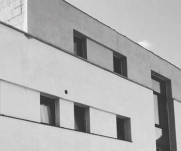 OTRA Enduit à la chaux immeuble à appartements en CLT avec isolation en bloc de chanvre 30 cm :OTRA/AD-mix sprl - www.otra-constuct.com